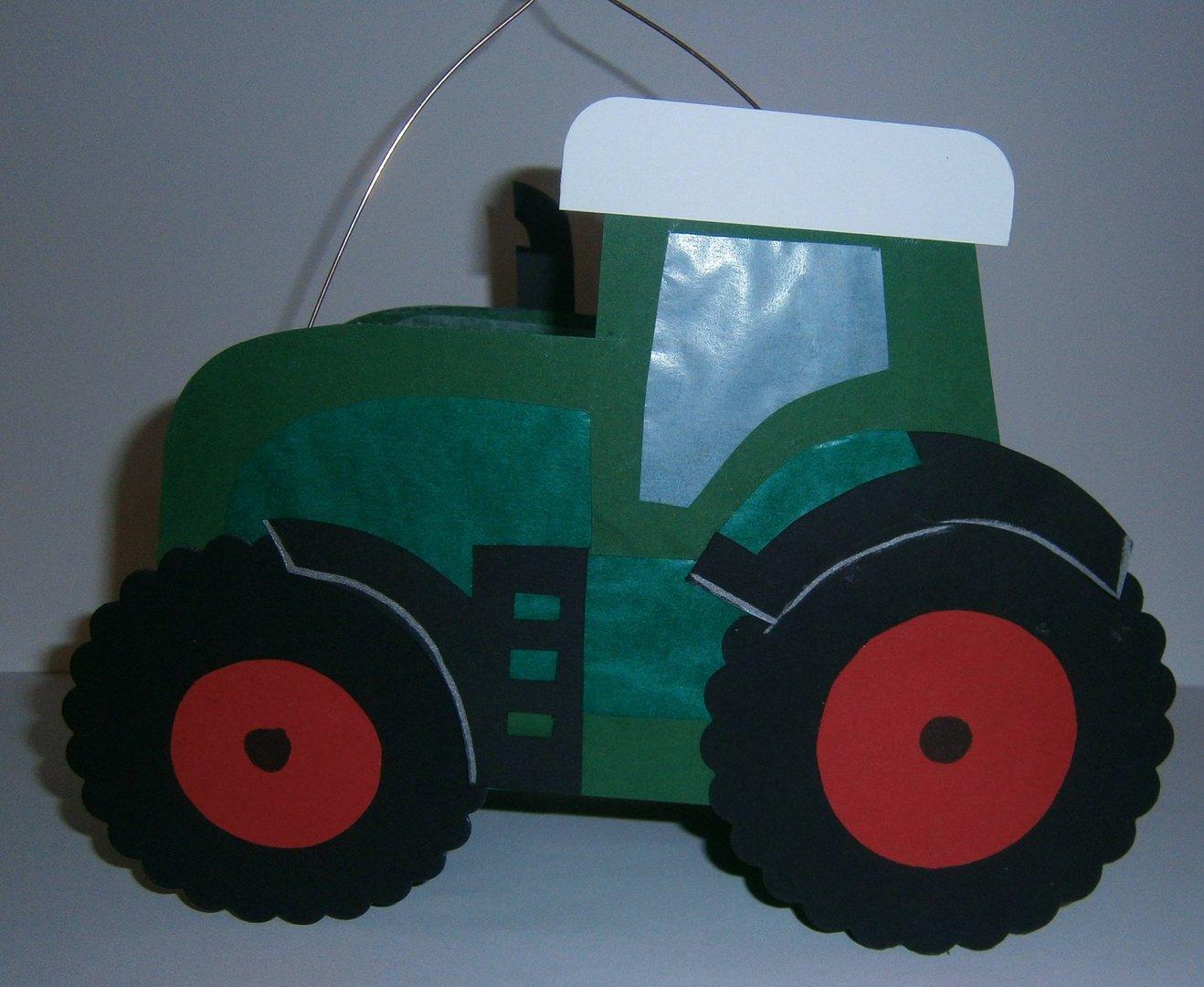 laterne traktor dunkelgr n rot bastelk nigin. Black Bedroom Furniture Sets. Home Design Ideas